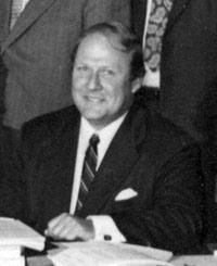 Warren G Derkenne