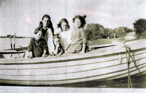 Ellen lane with her sisters  on Shelley Beach